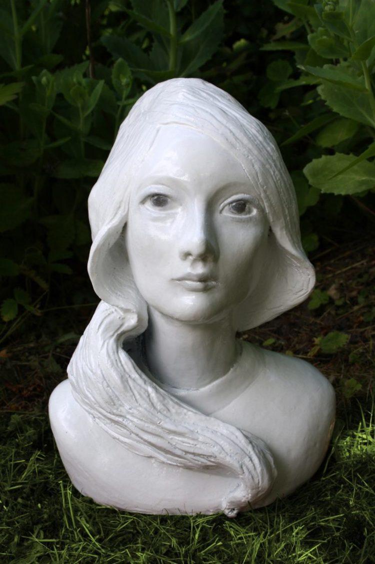 'Flicka med svallande hår', 2014, ett konstverk av Karin Wiberg