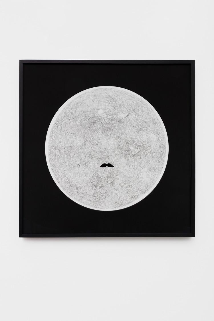 'Man in the Moon', 2016, ett konstverk av Fredrik Hofwander