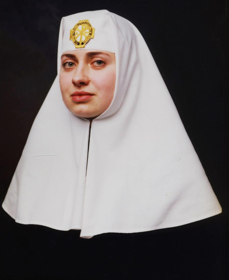 'Sister Irina. Alexander Nevsky Church, Jerusalem (Jerusalem)', 2014, ett konstverk av Andres Serrano