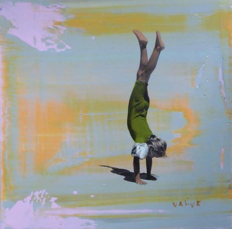 'Stand on Hands', 2018, ett konstverk av Karl Valve