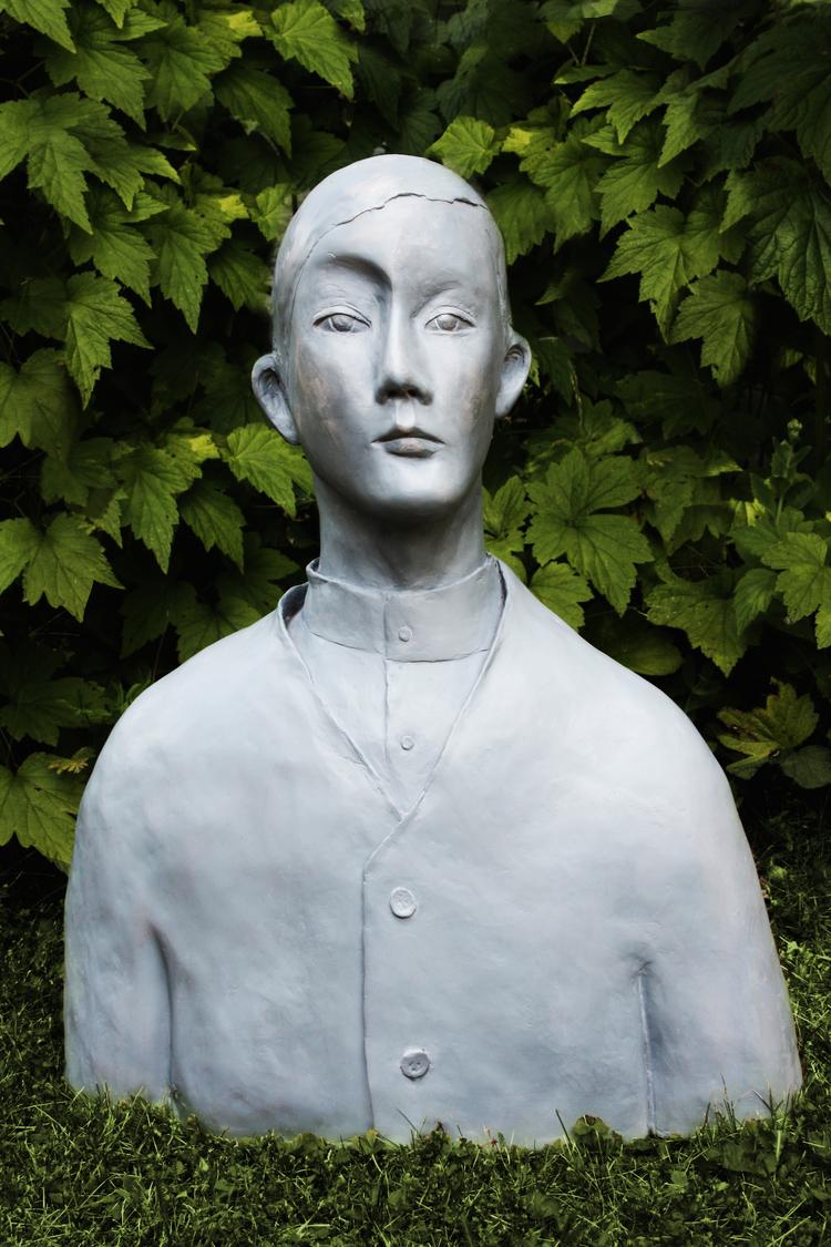 'Grå Man', 2017, ett konstverk av Karin Wiberg