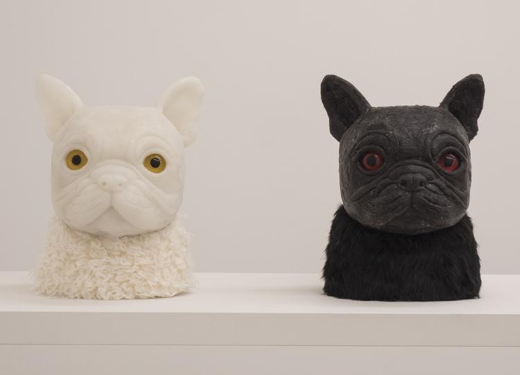 'Bulldogen Monica, Bulldoggen Olle', 2017, ett konstverk av Hanna Beling