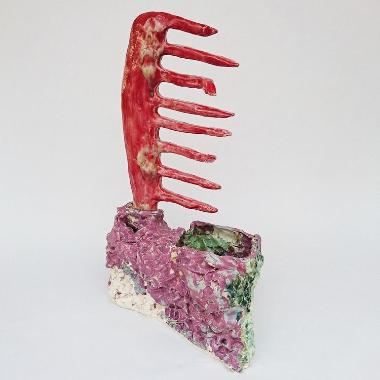 'Röd kam i hus ', 2017, ett konstverk av Anna Tedestam
