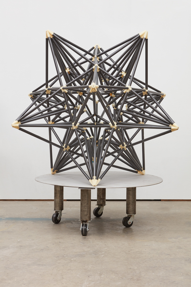 'Jay's Carbon Fiber Star', 2016, ett konstverk av Frank Stella