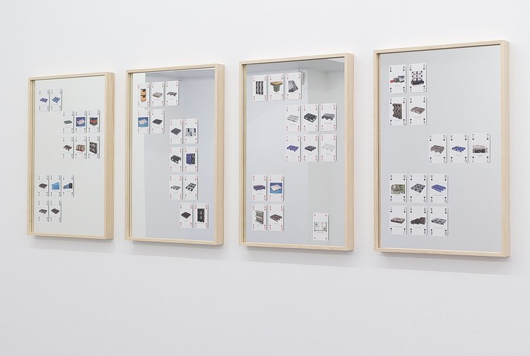 'Family Stack (Spades, Hearts, Diamonds, Clubs). Installation view', 2017, ett konstverk av Lisa Trogen Devgun