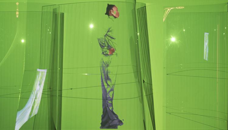 'Throwing Voice', 2017, ett konstverk av Sandra Mujinga