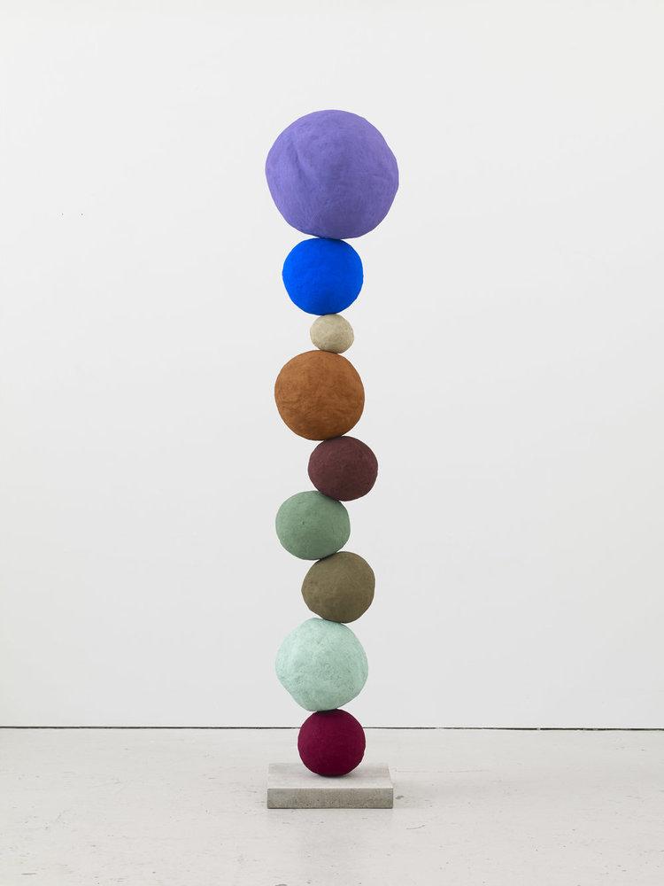 'Stack 9. Studio Violet', 2017, ett konstverk av Annie Morris