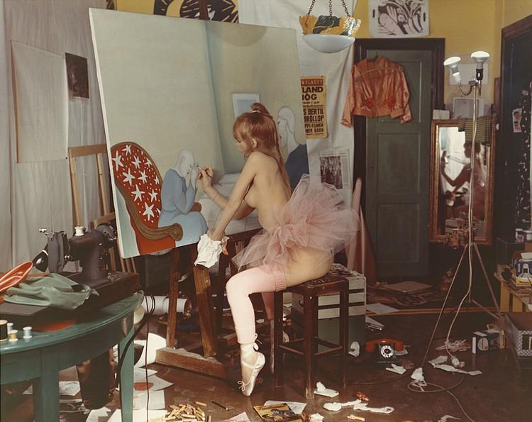 'Produktionsbild från inspelningen av filmen Hallo Baby', 1976, ett konstverk av Marie-Louise Ekman