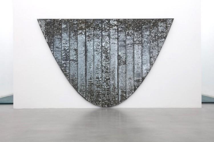 'Galvanized Parabola', 1991, ett konstverk av Bernard Kirschenbaum
