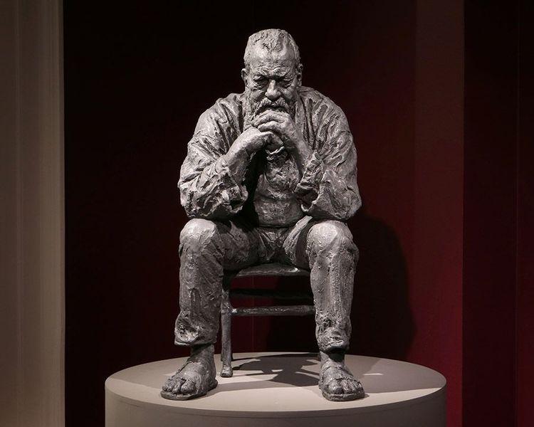 ' Seated Man', 2016, ett konstverk av Sean Henry
