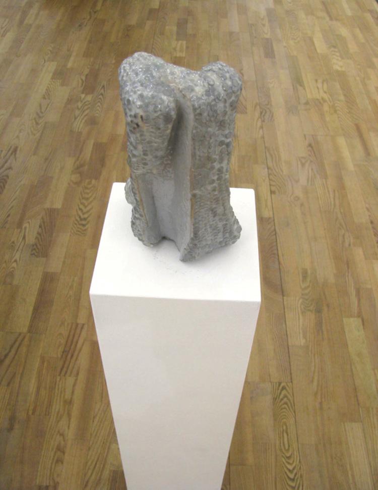 'Så många spikar som behövs för att träet inte ska synas längre', 2012, ett konstverk av Max Ockborn