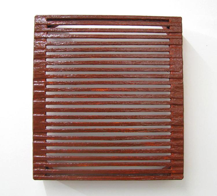 'Torkställ för choklad', 2017, ett konstverk av Max Ockborn