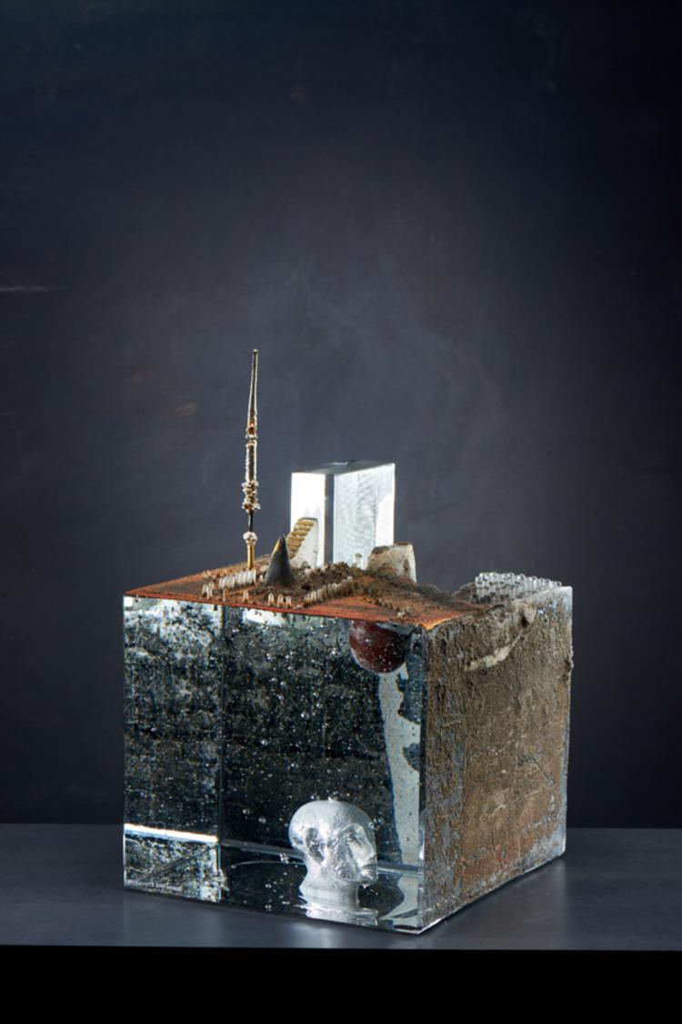 'Intruder I', 2018, ett konstverk av Bertil Vallien