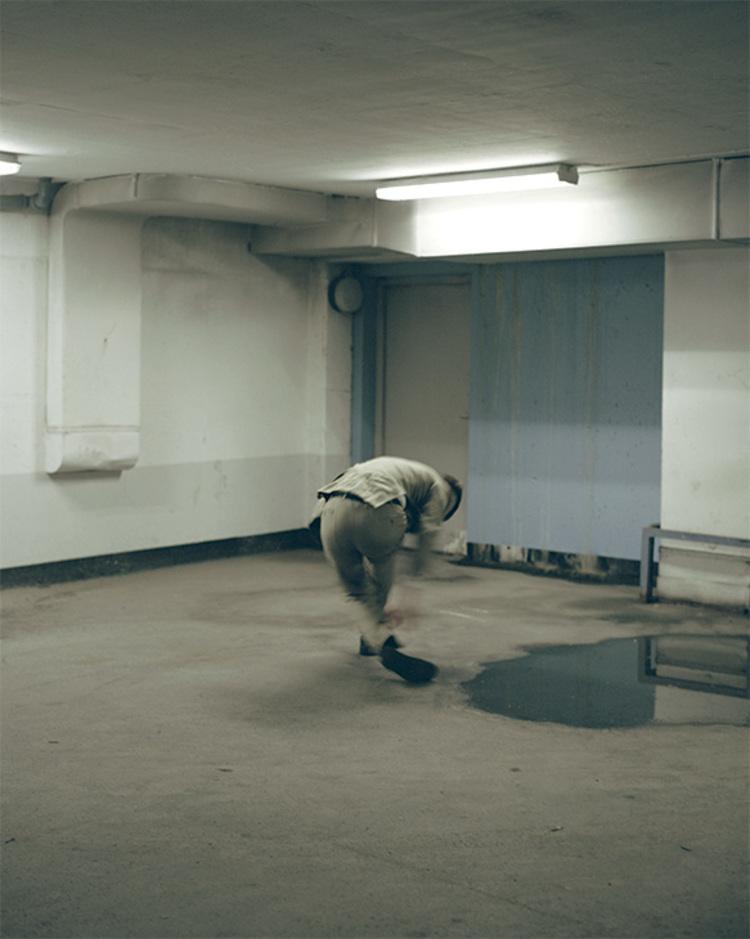 'Falling ', 2017, ett konstverk av Elsa Gregersdotter