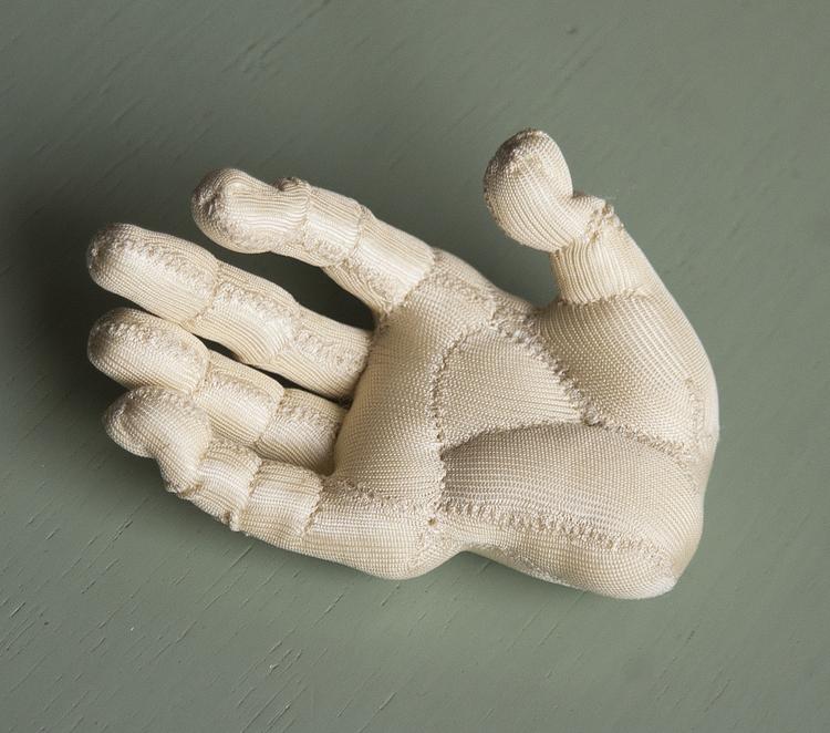 'Hand', 2018, ett konstverk av Kristina Skantze