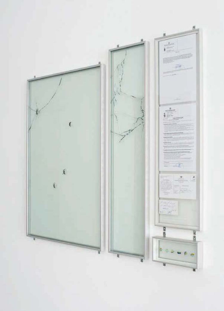 '6 berlindes 2 vidros 6 buracos, mesmo (6 marbles, 2 glass, 6 hole, really)', 2012, ett konstverk av Ana Perez Quiroga