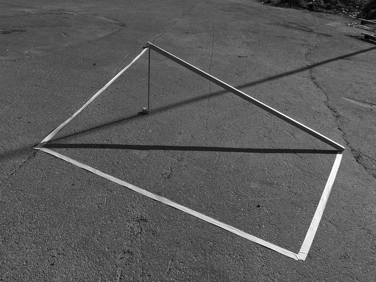 'The equation of time and space, (15.56 solar time on 28/08/2017 at åldermansvägen, Solna)', 2017, ett konstverk av Alvaro Campo