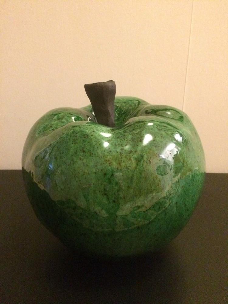 'Äpple', ett konstverk av Ulla Ahlby