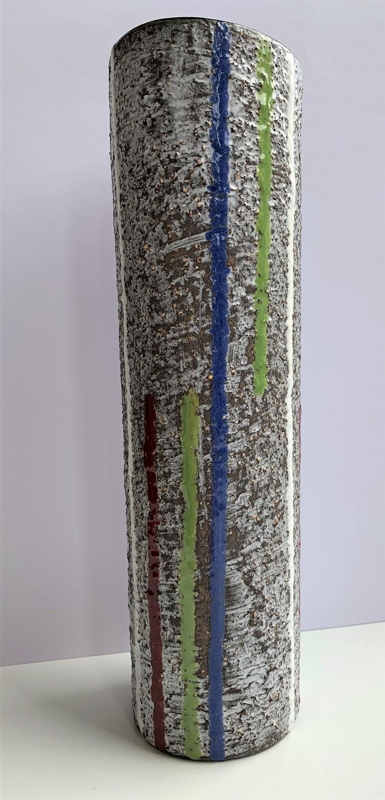 '5. Hög smal vas', 2019, ett konstverk av Ingrid Atterberg