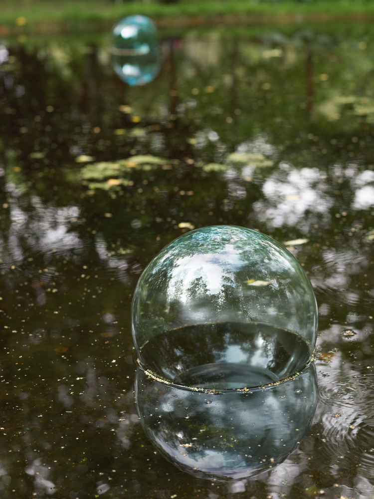 'Is it just a bubble? / Är det bara en bubbla?', 2019, ett konstverk av Cecilia Hedlund