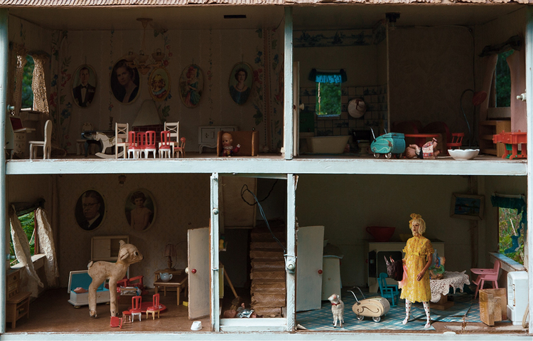 'The doll house', 2017, ett konstverk av Natalie Sutinen