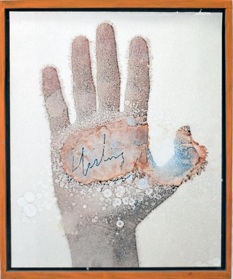 'Healing hand', 2019, ett konstverk av Samuel Sander