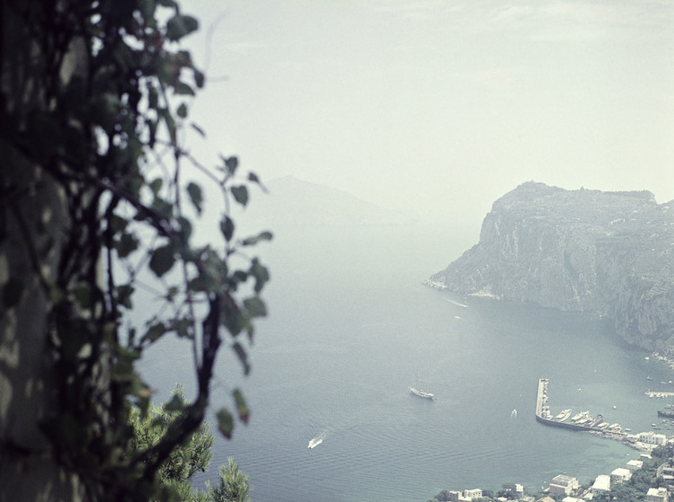 'Capri, Marina Grande med Flying Clipper sett från San Michele', 1959, ett konstverk av Staffan Wettre