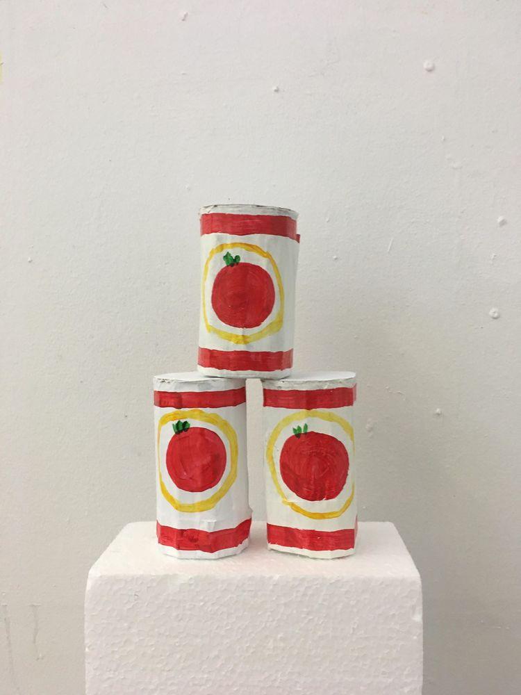 '3 Cans of tomato', 2019, ett konstverk av Alberte Skronski